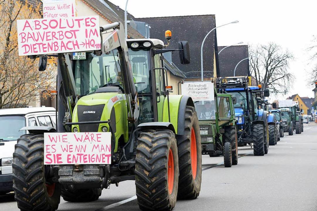 Landwirte protestieren gegen die Bebauung des Dietenbach-Geländes.  | Foto: Rita Eggstein