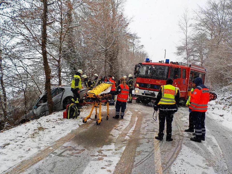 172-mal wurden Kanderner  Feuerwehrleu...schneeglatten Fahrbahn abgekommen war.    Foto: privat