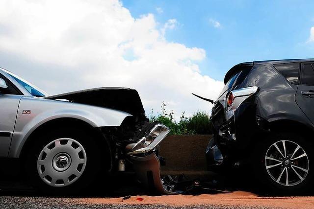 Flitzer aus Versehen gestartet: 120.000 Euro Schaden bei Parkplatzunfall