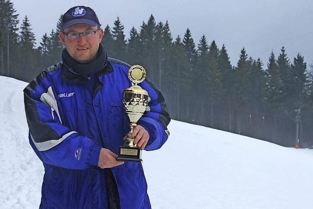 Neuer Pokal für Skimeisterschaften