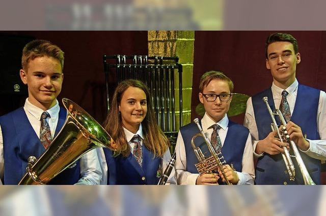 Vier Jungmusiker feiern beim Neujahrskonzert Premiere