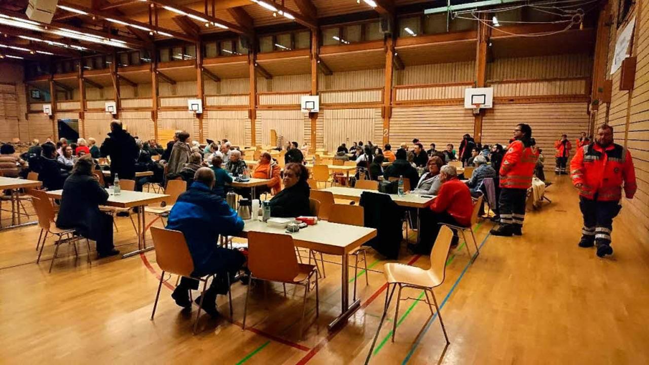 Evakuierte in der Pater-Alfred-Delp-Halle des Kollegs in St. Blasien  | Foto: Sebastian Barthmes