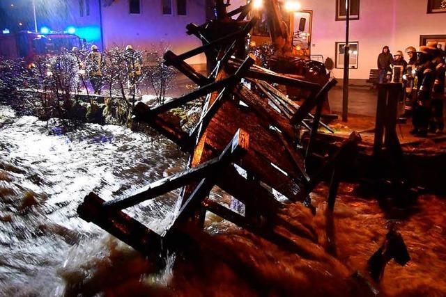 Hochwasser in Lenzkirch: Brücke muss abgerissen werden