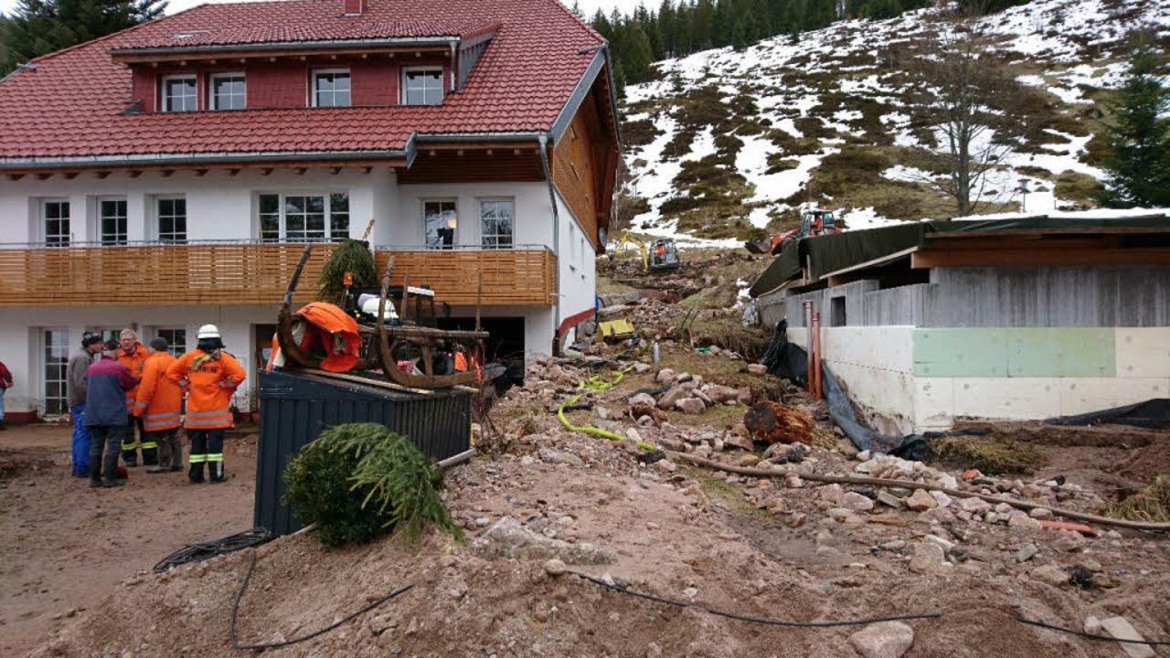 Ein Haus in Menzenschwand ist vom Geröll getroffen worden.  | Foto: Sebastian Barthmes