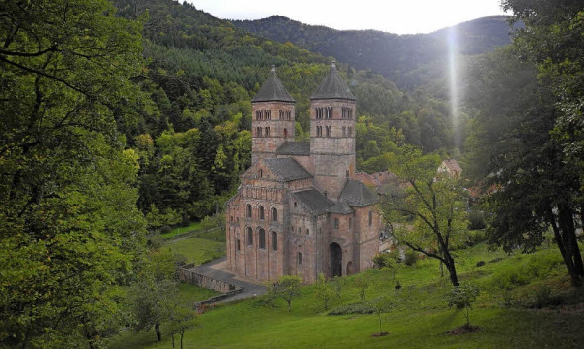 Plötzlich auf der Wanderung zu sehen: das Kloster Murbach.   | Foto:  Pascal Cames