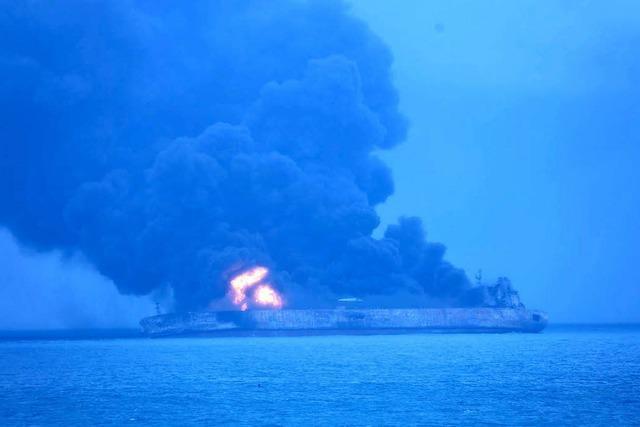 Öltanker brennt vor Chinas Küste – 32 Vermisste