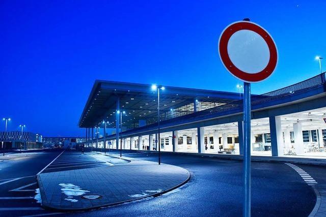 Bericht: Berliner Flughafen BER fehlt bis zu eine Milliarde Euro
