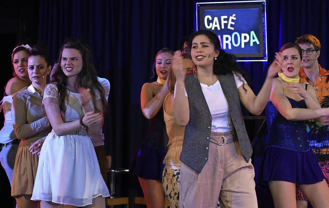Die Protagonisten finden im Verlauf des Mondo-Stücks einen gemeinsamen Nenner.    Foto: Rita Eggstein