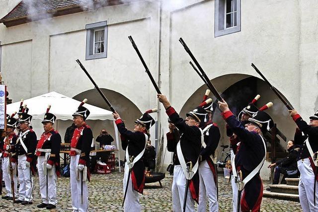 Dreifacher Knall im Schlosshof