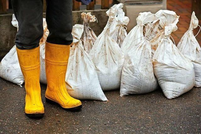 5000 Sandsäcke wurden im Hochschwarzwald zu Schutzbarrieren verbaut