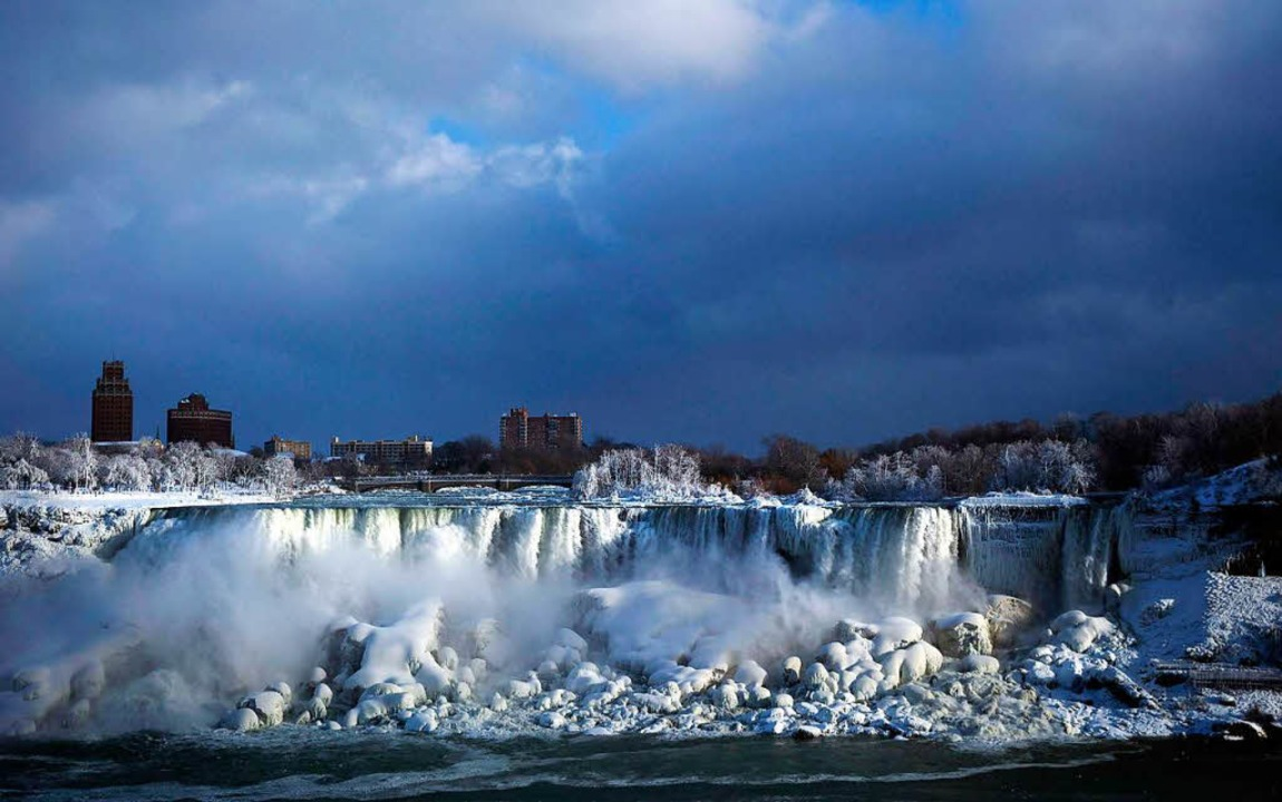 Seltenes Schauspiel: An den Rändern si...arre Eislandschaften entstanden sind.     Foto: dpa
