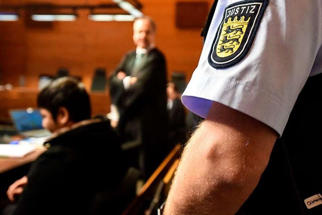 Der Angeklagte Hussein K. am 17. Verhandlungstag im Landgericht Freiburg.  | Foto: dpa