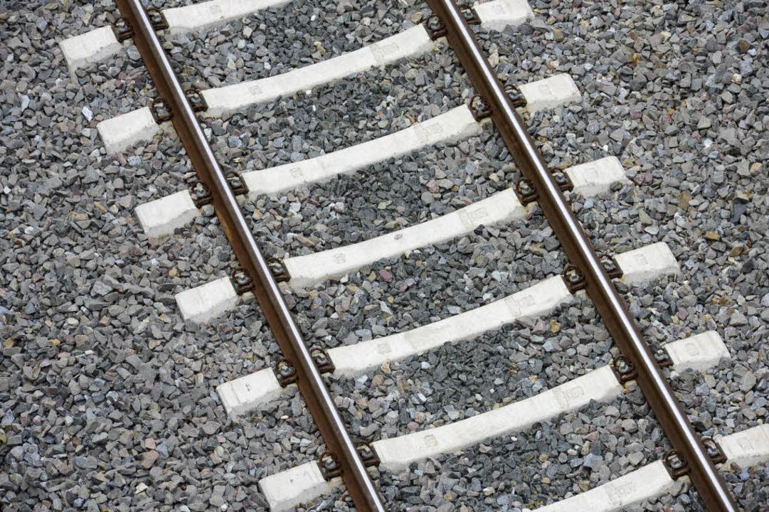 Wegen Sturmschäden läuft der Bahnverke...en Deutschlands seit Tagen nicht rund.  | Foto: Ingo Schneider