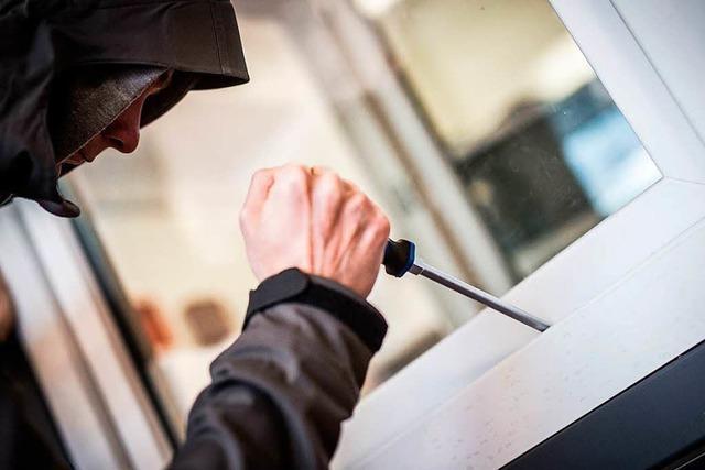 Versuchter Wohnungseinbruch in Neuenburg – Täter können fliehen