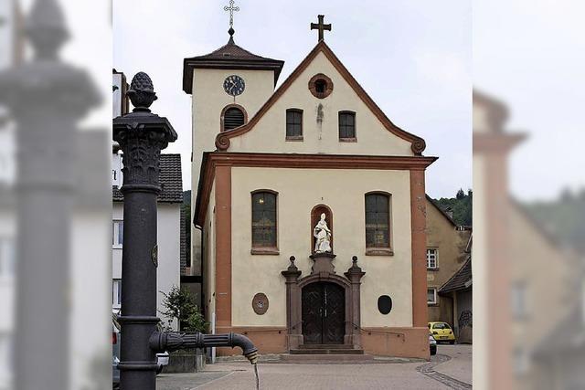 Gläubige feiern ihre beiden Kirchen