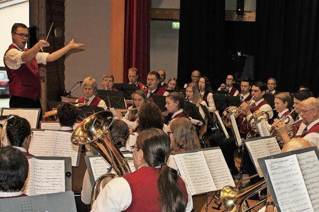 Mit jungem Dirigenten um die Welt
