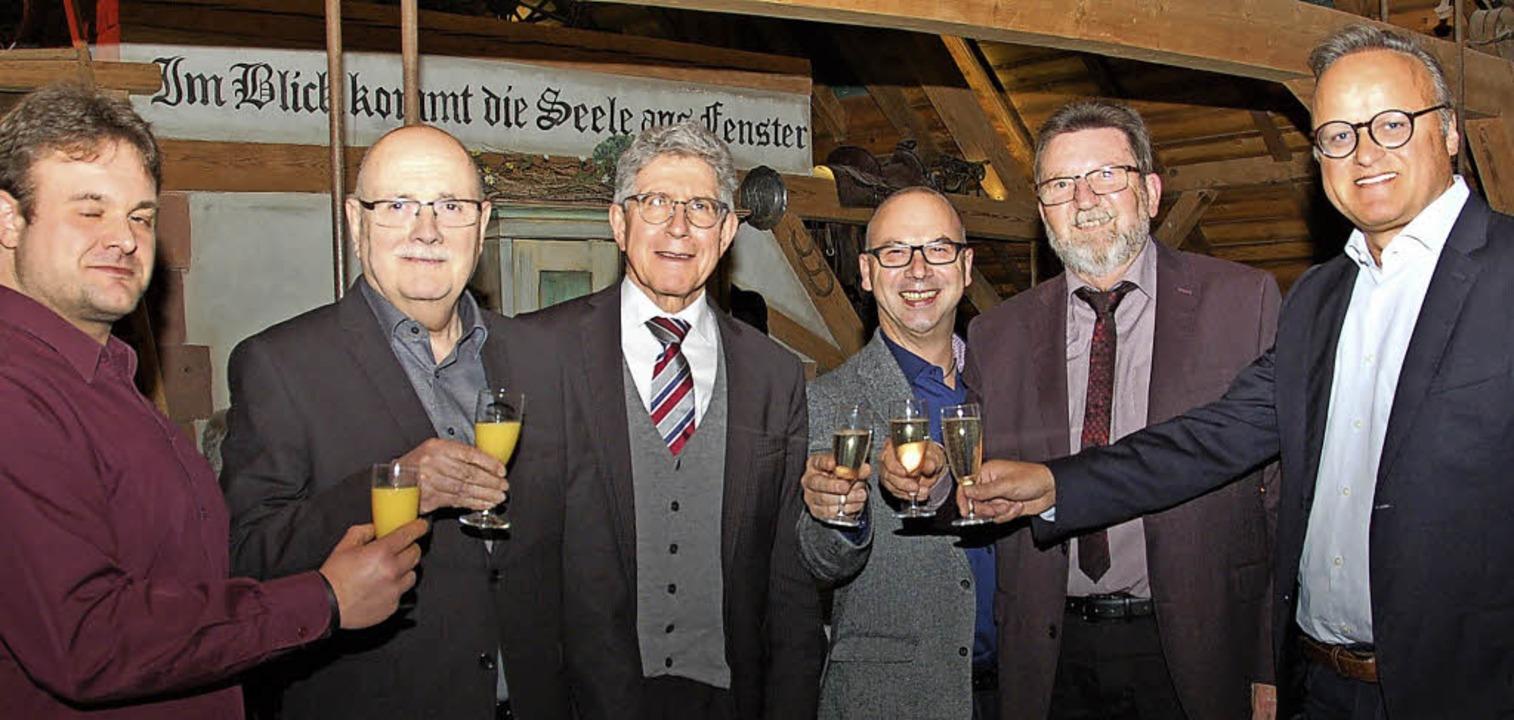 Ein Prosit  auf ein besseres Jahr der ...er, Roland Hirsch und Karl-Rainer Kopf  | Foto: WOLFGANG BECK