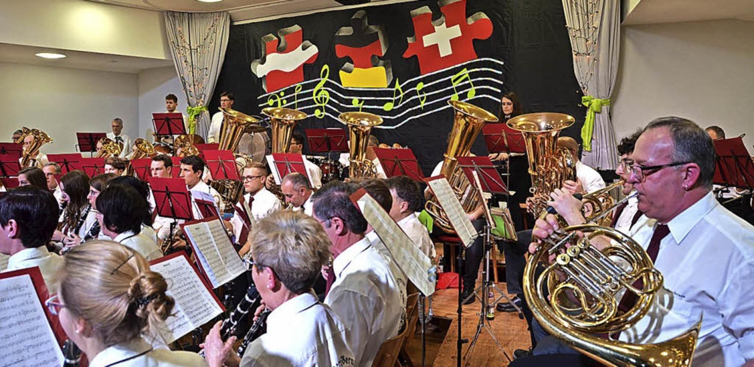 Auch im Bühnenbild wurde ersichtlich, ...izer Komponisten im Mittelpunkt stand.  | Foto: Christiane Sahli