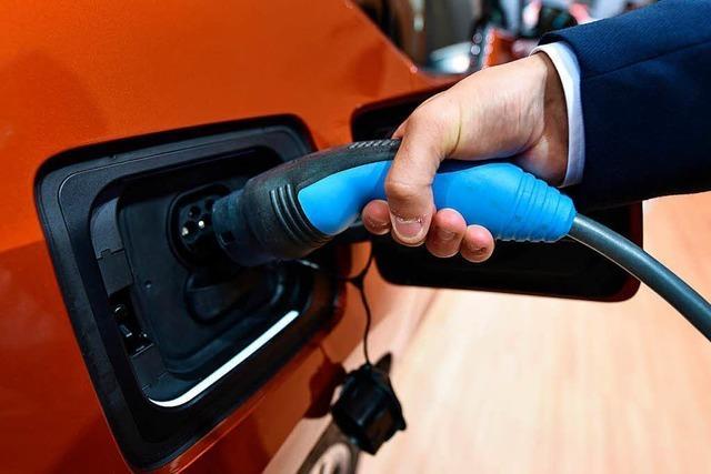 Basel testet Ladestationen für E-Autos