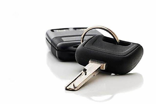 Einbrecher klauen Zündschlüssel und Auto, während die ganze Familie schläft