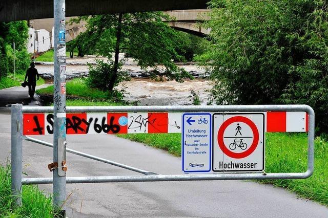 Der Radweg am Freiburger Dreisamufer ist wieder frei