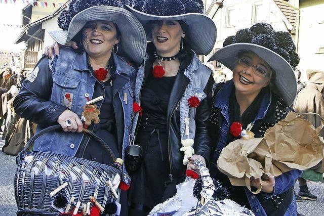 Die Reichenbacher Schergässler feiern 90 Jahre Dorffasent