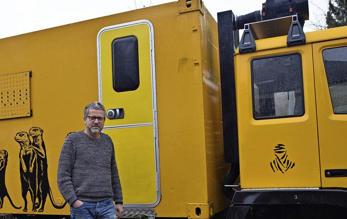 Gutes tun mit großen Fahrzeugen: Günth..., einem ausgemusterten Armeefahrzeug.   | Foto: Beatrice ehrlich