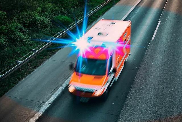 Senior missachtet Vorfahrt und verletzt 17-Jährigen lebensgefährlich