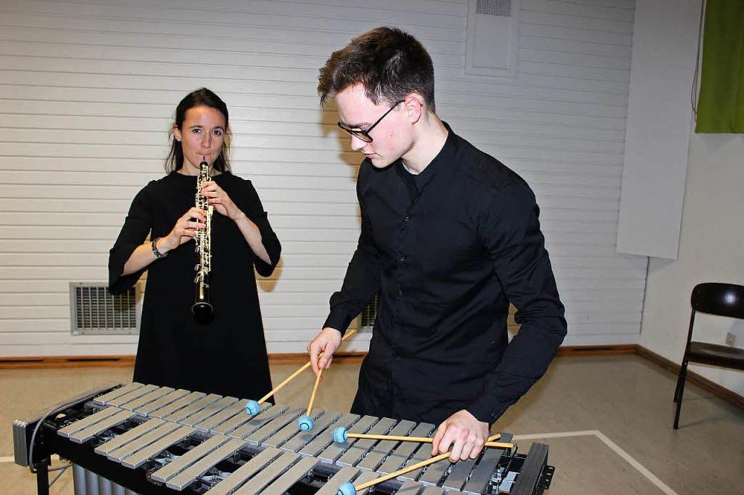 Das Duo Canto Ritmo mit Lena Gersbache...it seinen ambitionierten Musikstücken.  | Foto: Mario Schöneberg
