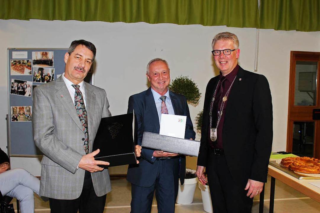 Gottenheims Bürgermeister Christian Ri...t für ihre Unterstützung im Jahr 2017.  | Foto: Mario Schöneberg