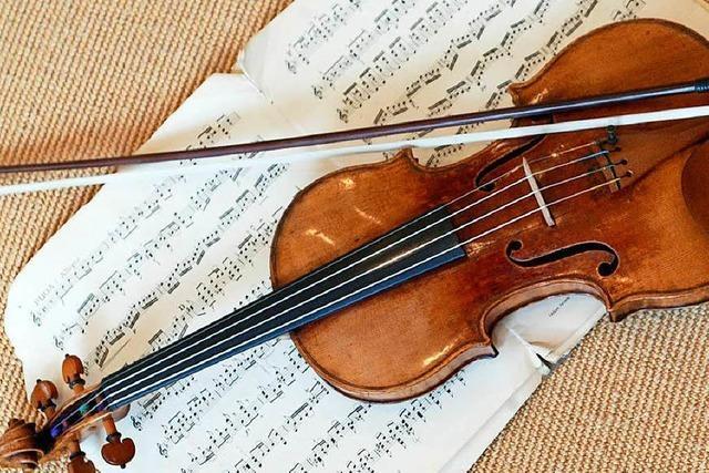 Künstler vergisst 50.000 Euro teure Geige auf Bahnsteig – und hat Glück