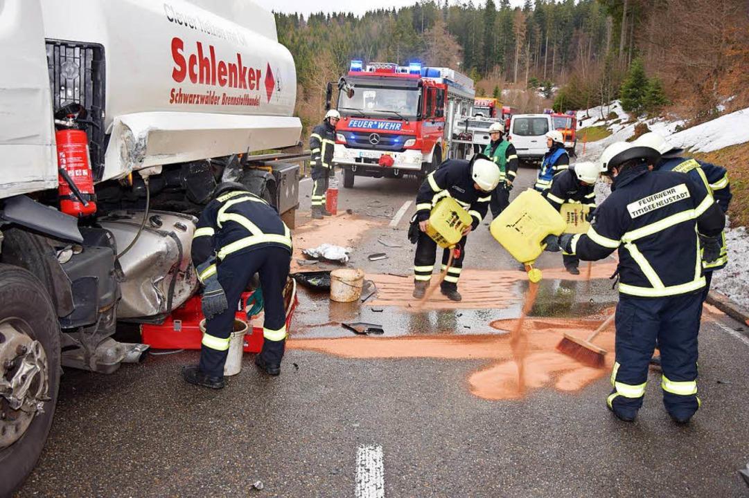 Sprinter rammt Tanklaster auf der B317 in Feldberg-Bärental.   | Foto: Kamera24