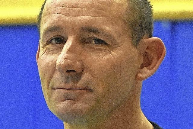 Neuer Trainer spricht den Brombacher Handballerinnen Mut zu