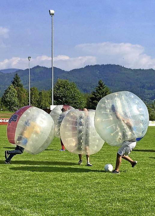 Ein Bubblesoccerturnier gehörte zu den Aktionen für Jugendliche im Jahr 2017.  | Foto: privat