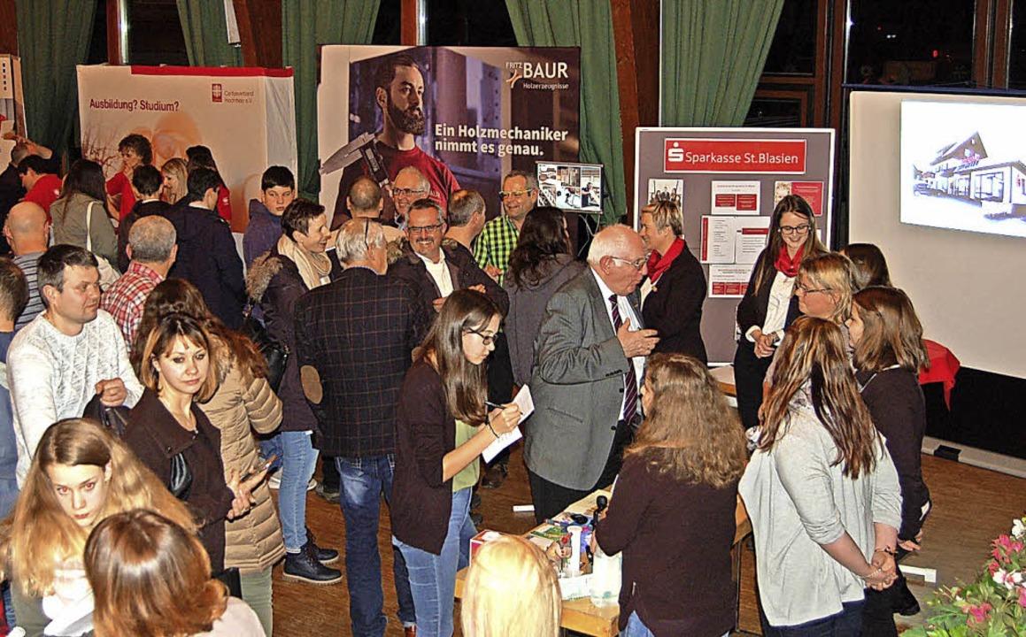 Gut gefüllt war beim Berufsinfoabend d...n, Eltern und Vertretern der Betriebe.  | Foto: Claudia Renk