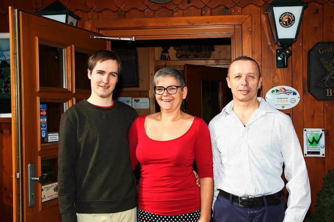 Sagen bald adieu: Sonja und Martin Wurth mit Sohn David  | Foto: privat