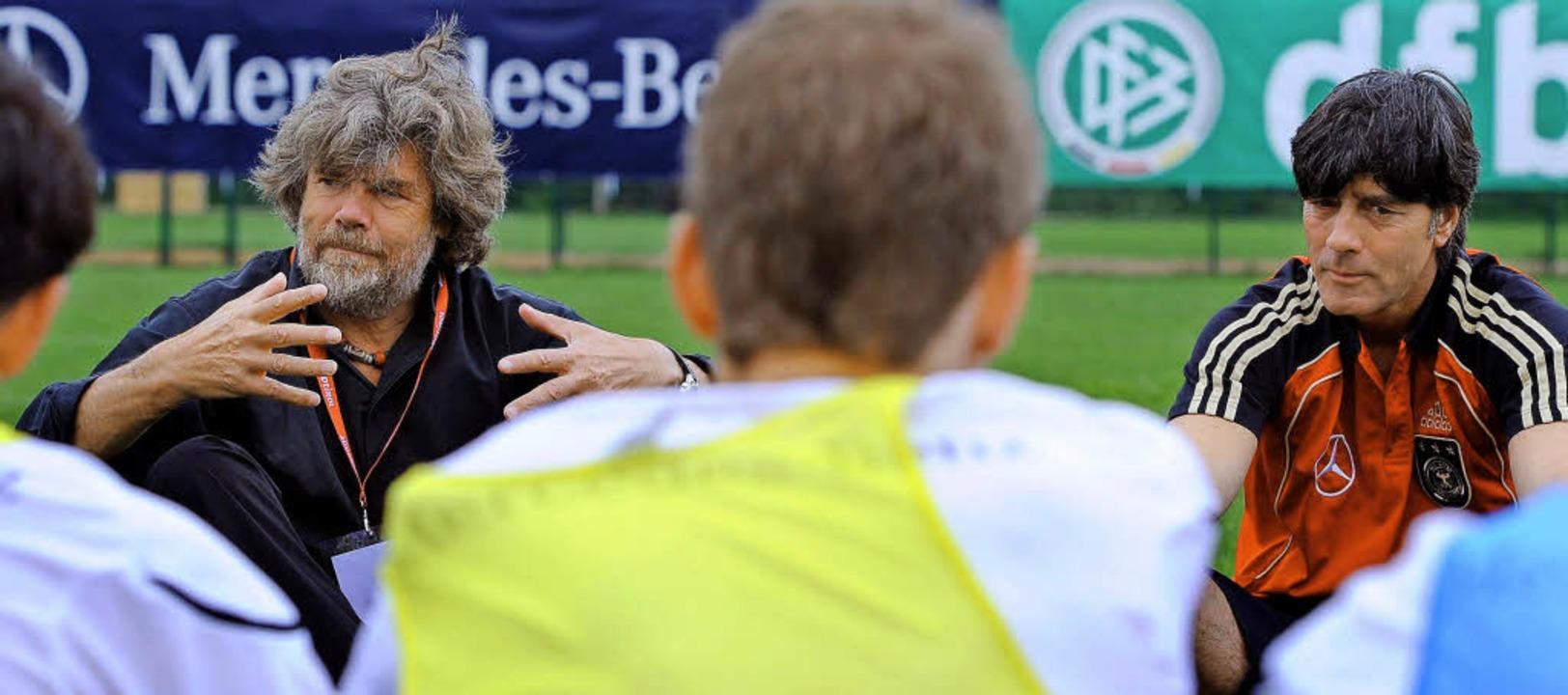 Geschichten vom Gipfelstürmer: Bergste...) bei der Fußball-Nationalmannschaft    | Foto: dpa