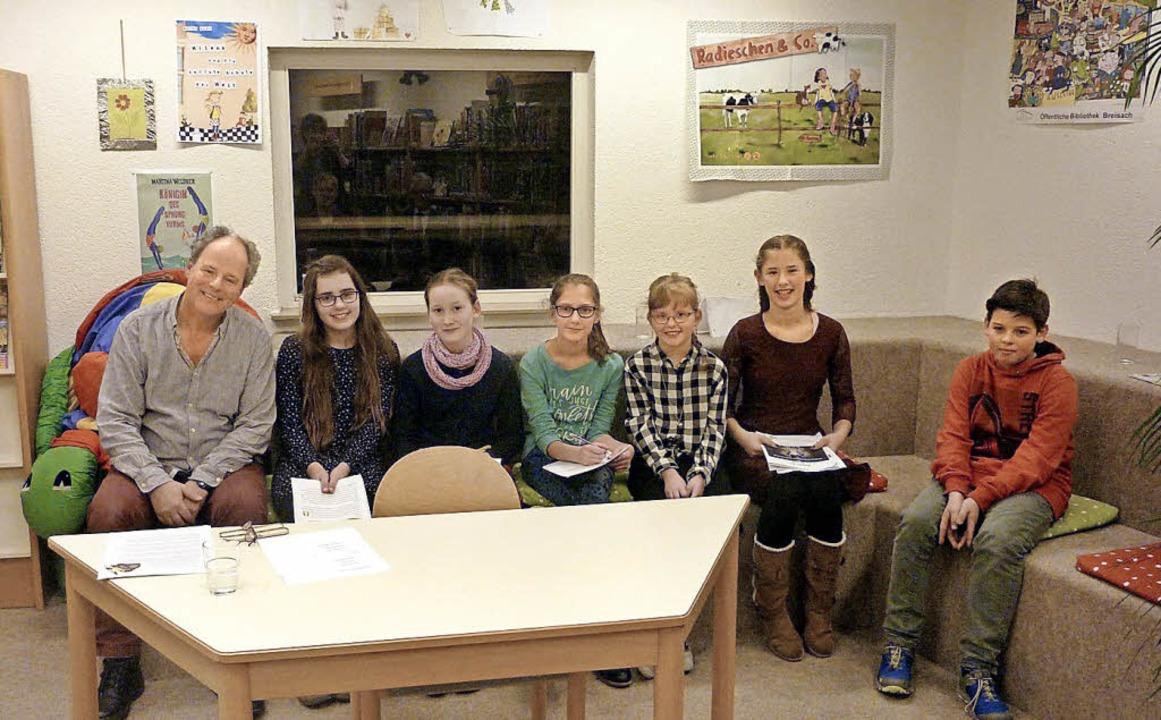 Die Teilnehmer der Schreibwerkstatt de...ymnasiums mit Autor Martin Kirchgäßner  | Foto: Privat