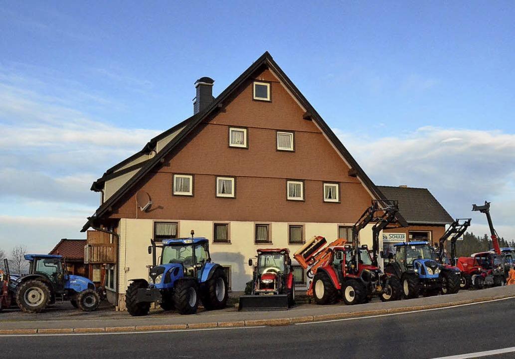 Die Firma  Schuler am Thurner benötigt für Traktoren und Maschinen mehr Platz.   | Foto: Alexandra  Wehrle