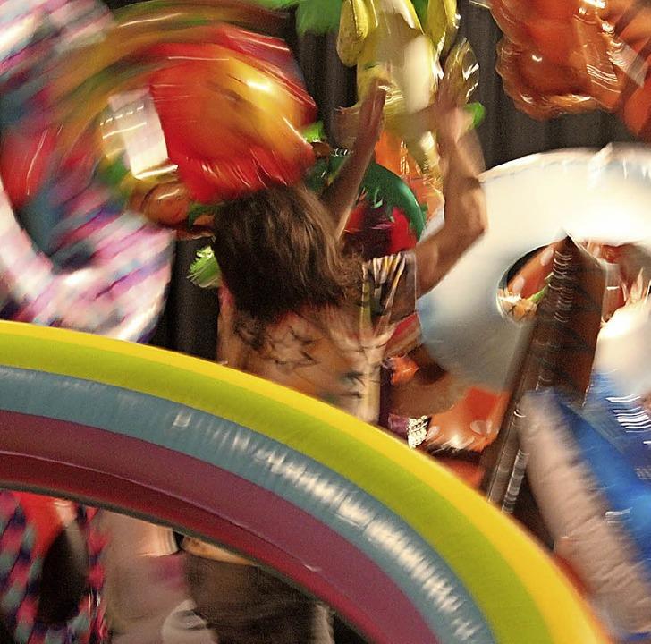 """Wie man mit dem Regenbogen tanzt, zeig...ztheaterstück """"Paradies"""".     Foto: Baal novo"""