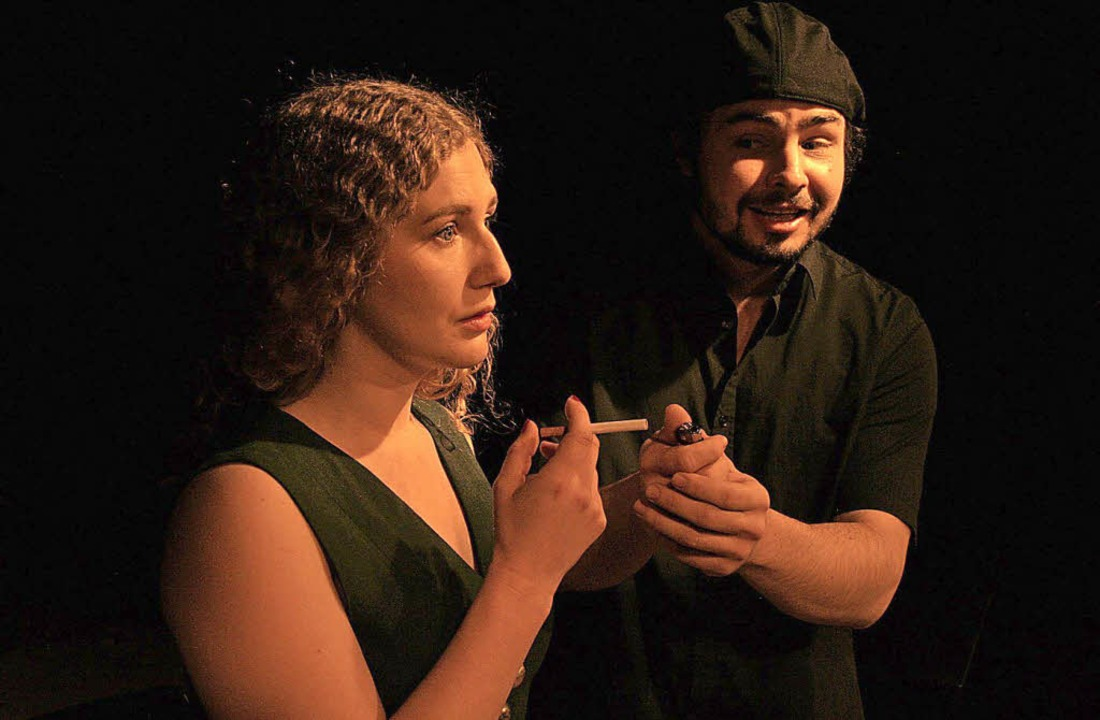 Schauspielerin (Nora Zoe Haak) und Hospitant (Max Färber)   | Foto: Nistor