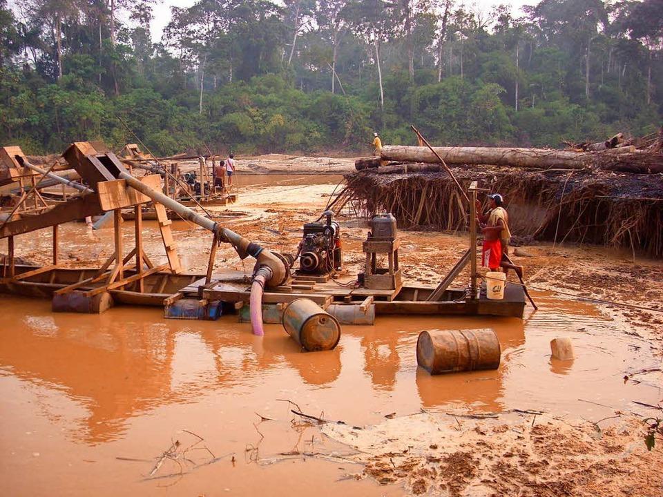Illegale Goldwäscher am Fluss Madre de Dios in Peru  | Foto: Umweltministerium Peru