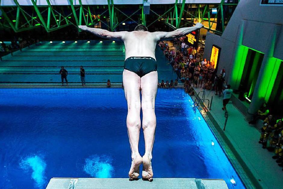 Südbadens größtes Wassersportevent im Westbad (Foto: Carlotta Huber)