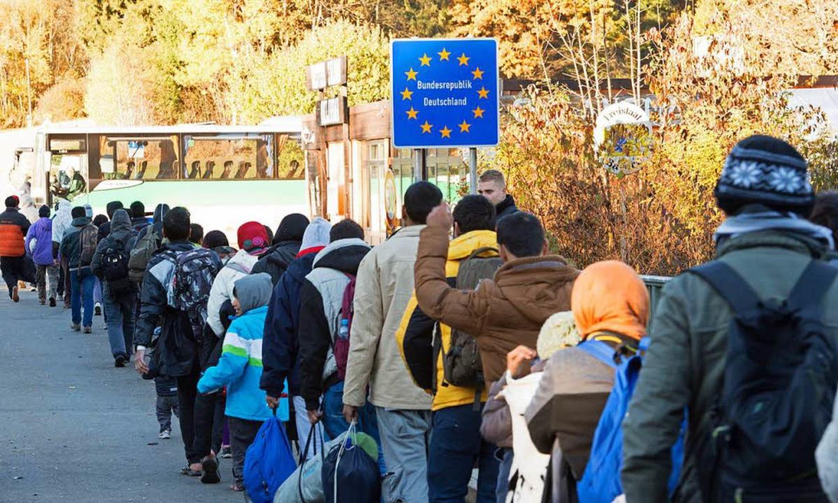 Flüchtlinge helfen Flüchtlingen: Das n...e zu pädagogischen Mittlern ausbilden.  | Foto: dpa
