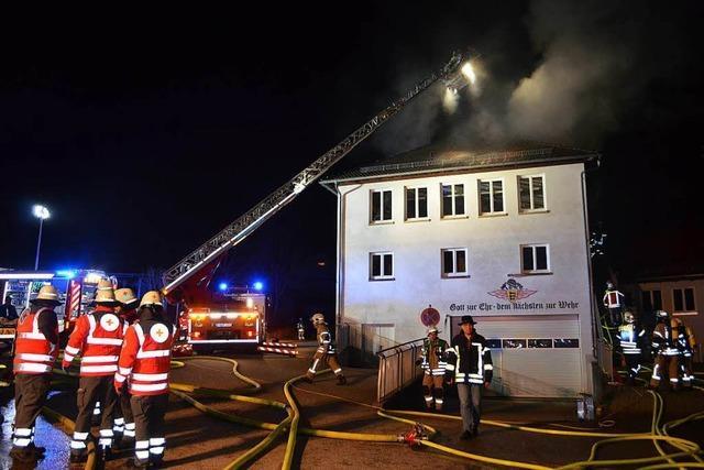 Brand im früheren Schulhaus in Yach