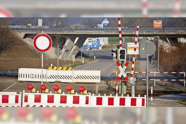 Bauarbeiten am Bahnübergang in Riegel