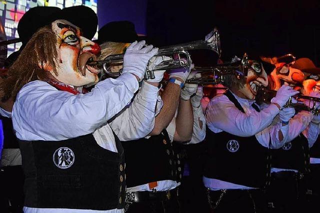 Neon ist angesagt beim Guggeninferno der Los Crachos in Todtnau