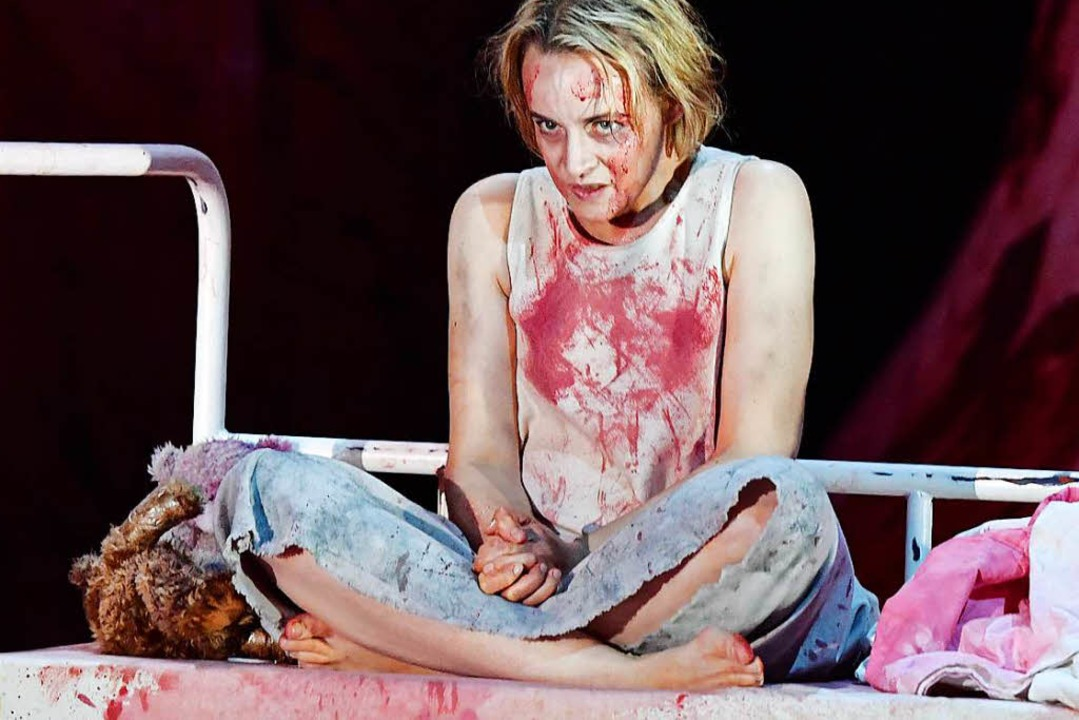 Vom Rachegedanken zerfressene Kindfrau: Rachel Nicholls als Elektra   | Foto: Sandra Then