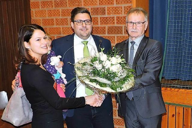 Rafael Mathis wird neuer Bürgermeister von Biederbach