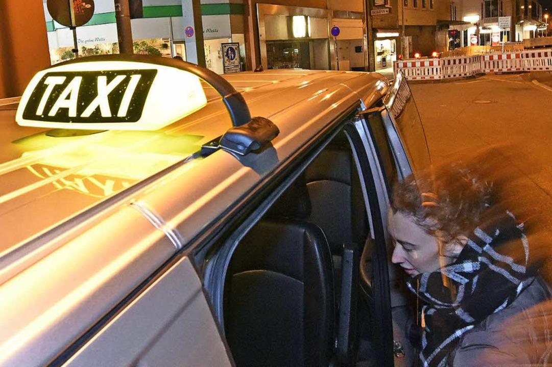 Gut ausgeschildert ist das Frauennacht...ße Auf der Zinnen hinter Karstadt ab.   | Foto: Michael Bamberger
